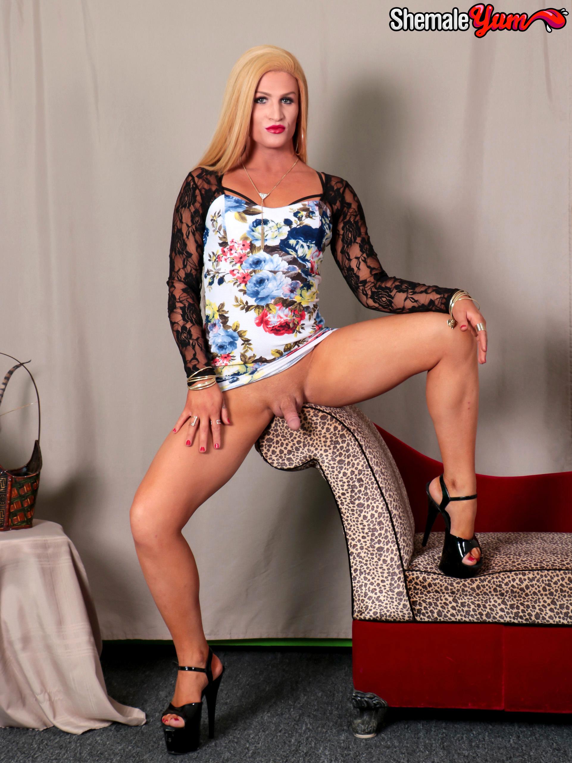 Arousing Blonde Paradise!