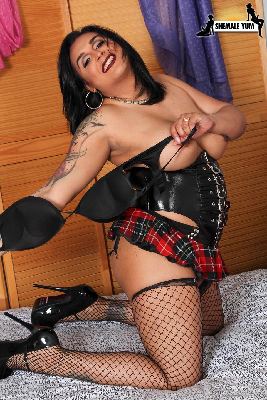 Attractive Bbw Leah Nova Jerks Her Cock!