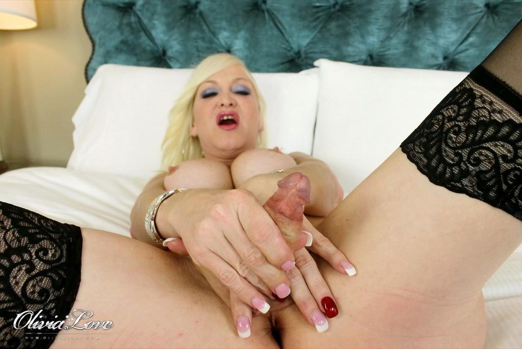 Blonde Hottie Olivia Jerking