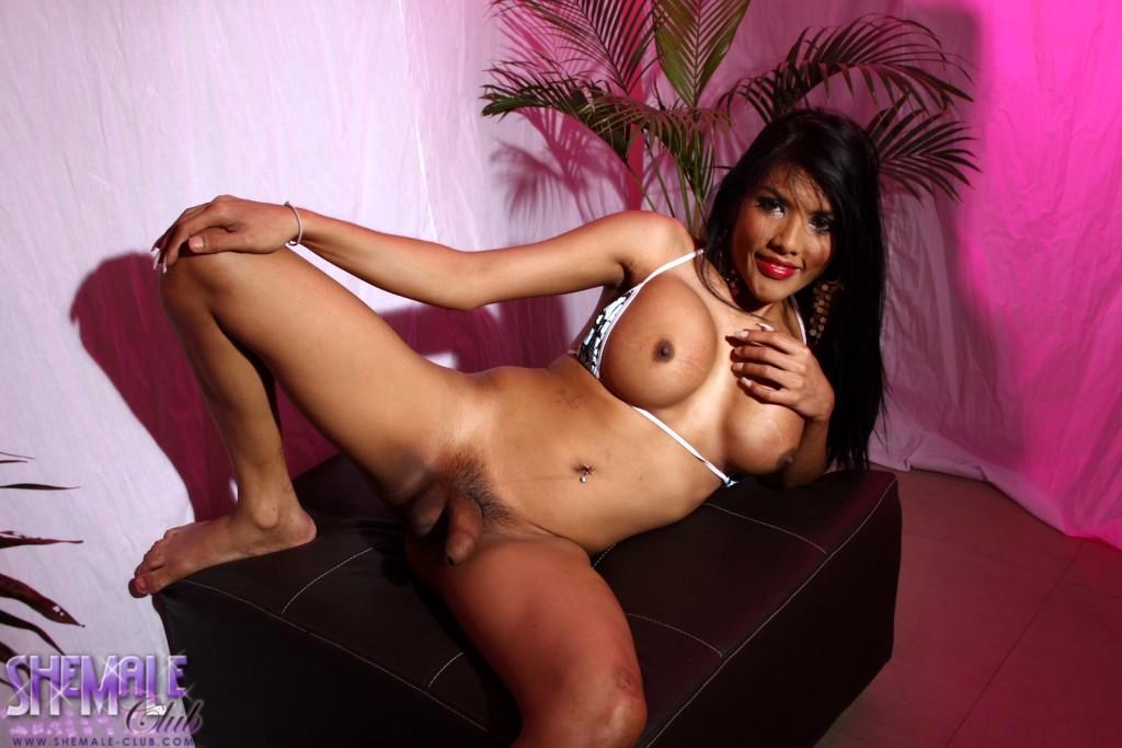 Exotic Joy Posing Her Fantastic Body
