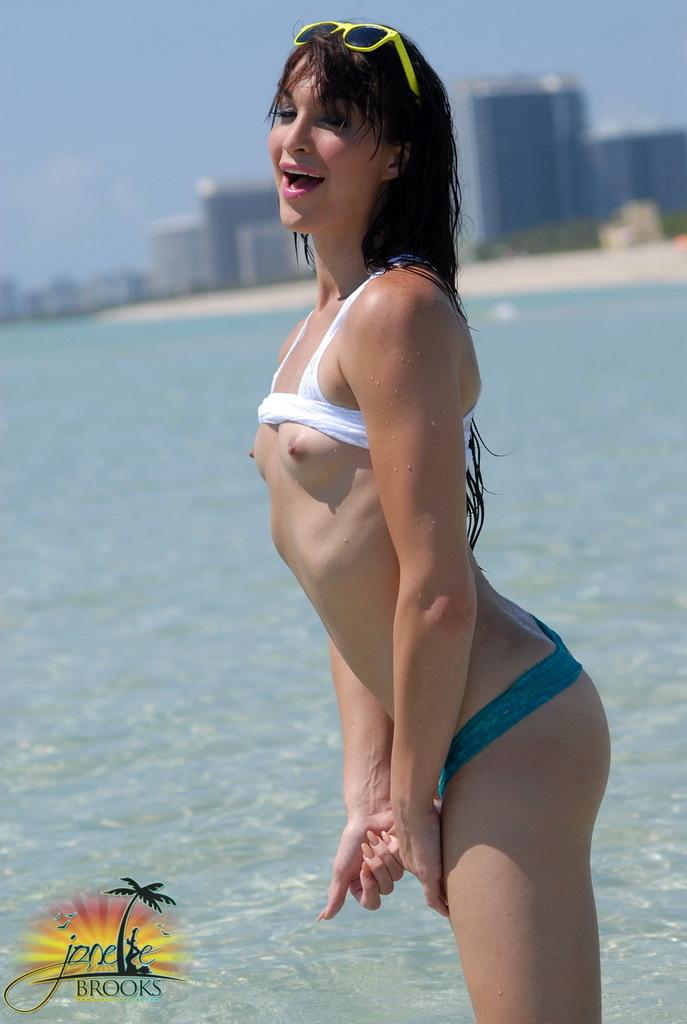 Fantastic Jonelle Posing Her Marvelous Butt In The Ocean
