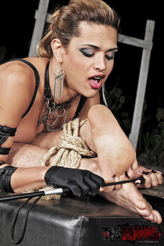 Femboy Mistress Of Pain Thayna Lozada In Action