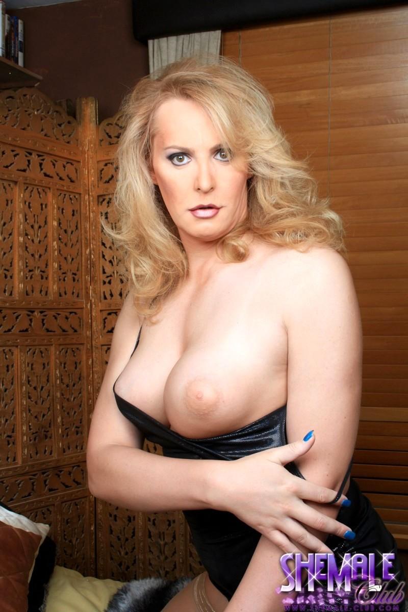 Flawless Alison Dale Jerking