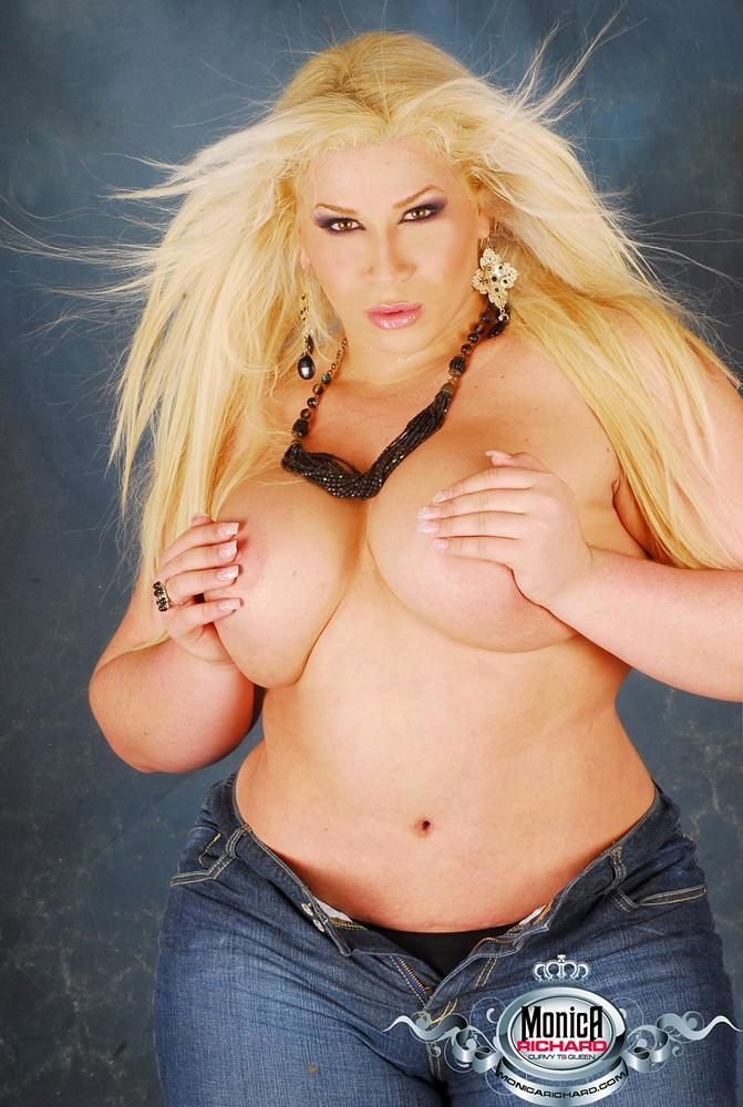 Glamourous BBW Femboy Monica Richard