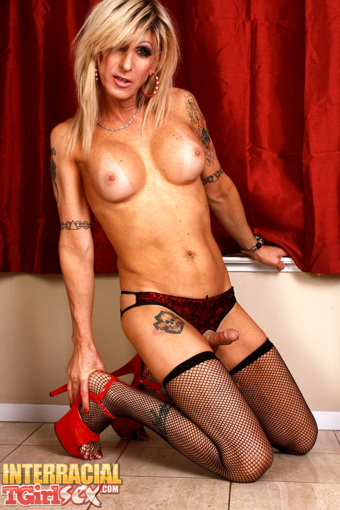 Horny Robbi Strips And Gets Raw