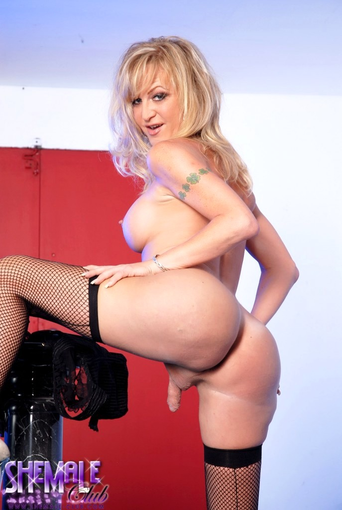 Horny TS Olivia Love Showing You The Best Of Her