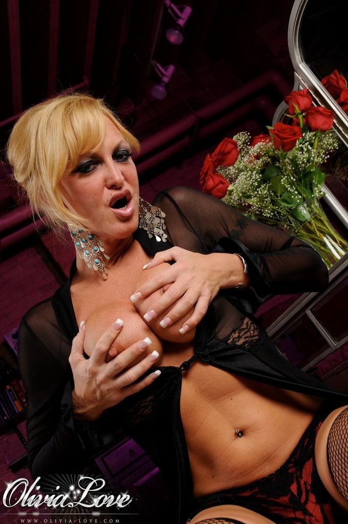 Irresistible TS Babe Seducing In Beautiful Inviting Stockings