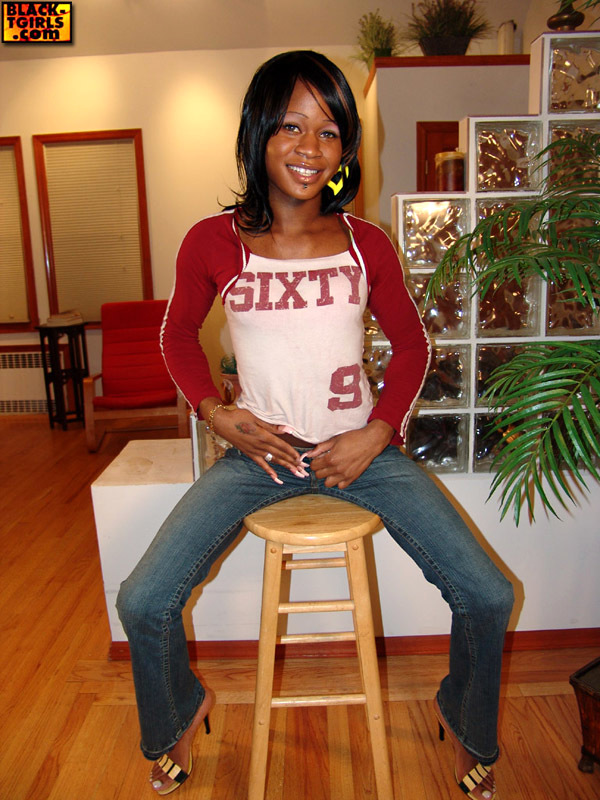 Naomi Is An Ebony Ts Who Enjoys Latex!