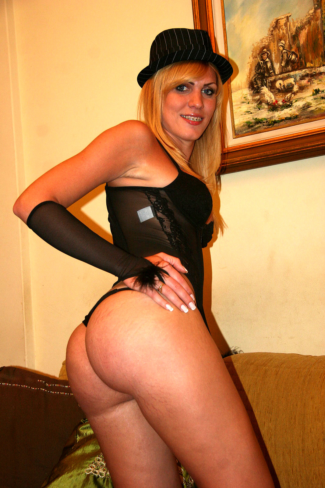 Provocative Blonde Ts Kananda Hickman Destroys Latina Babe On Cou