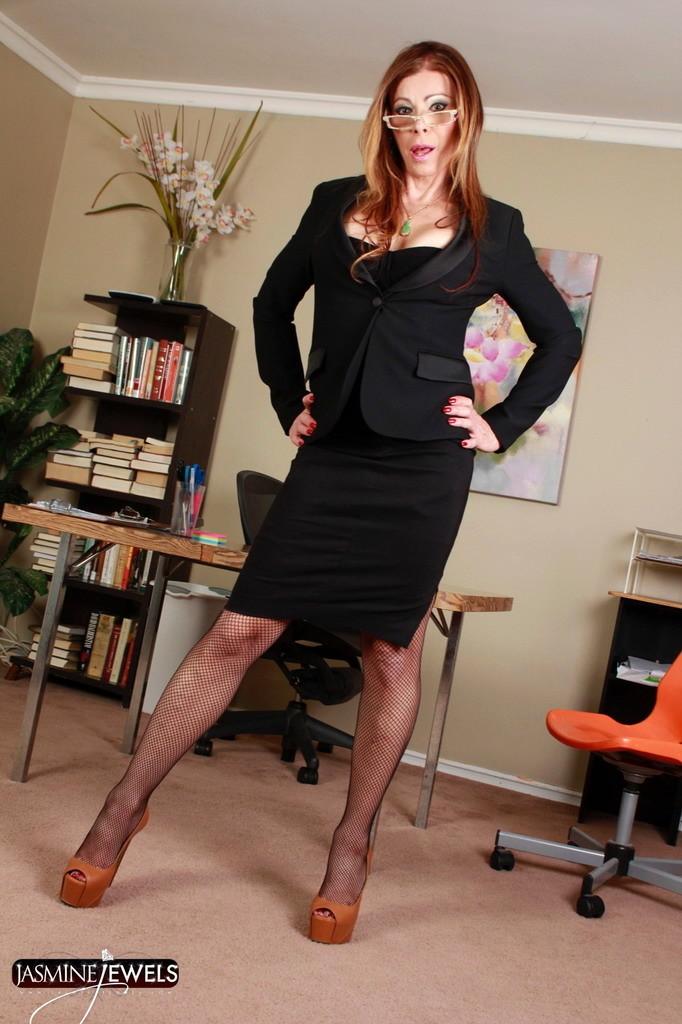 Provocative Boss Jasmine Strips In Office