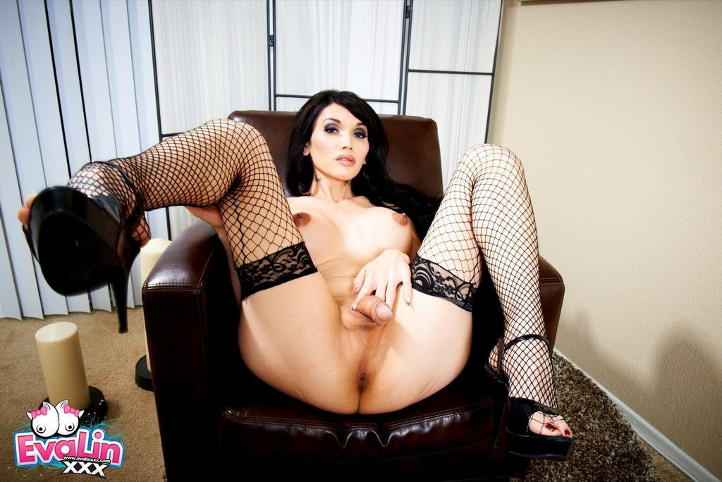 Provocative Eva Spreads In Stockings