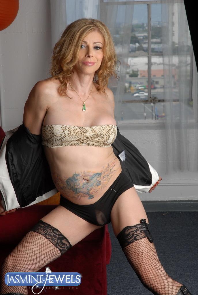 Racy Transsexual Mommy Jasmine Jewels Teasing