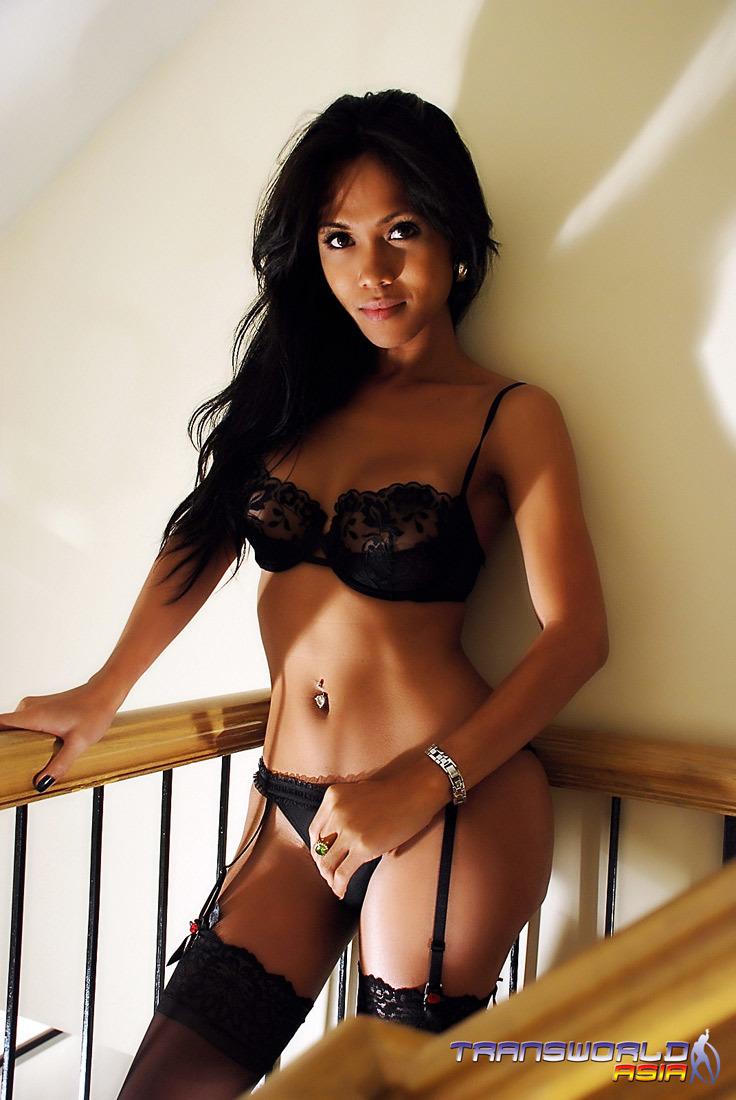 Samantha Is A Steamy Thai Tgirl With Grrrrreat Breasts Str