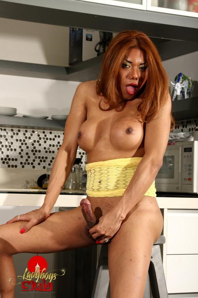 Seductive Carolina Stroke's In Kitchen
