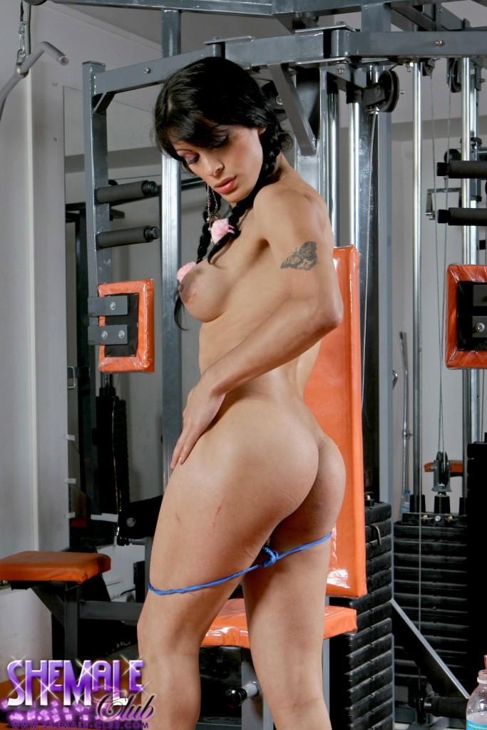 Smoking Arousing Morena Del Sol Exposing Herself In The Gym