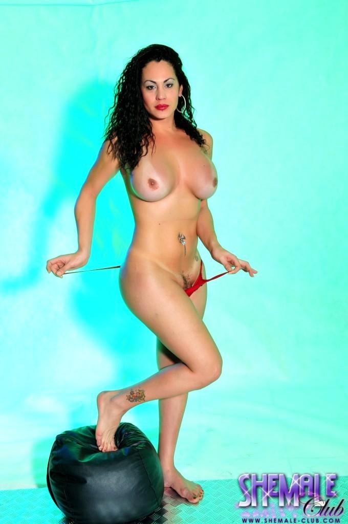 Suggestive Rabeche Rayale Posing And Wanking