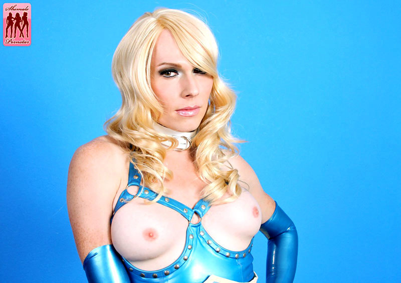 Tara Emory Puts On A Provocative Latex Outfit And Toys Her Asshole With