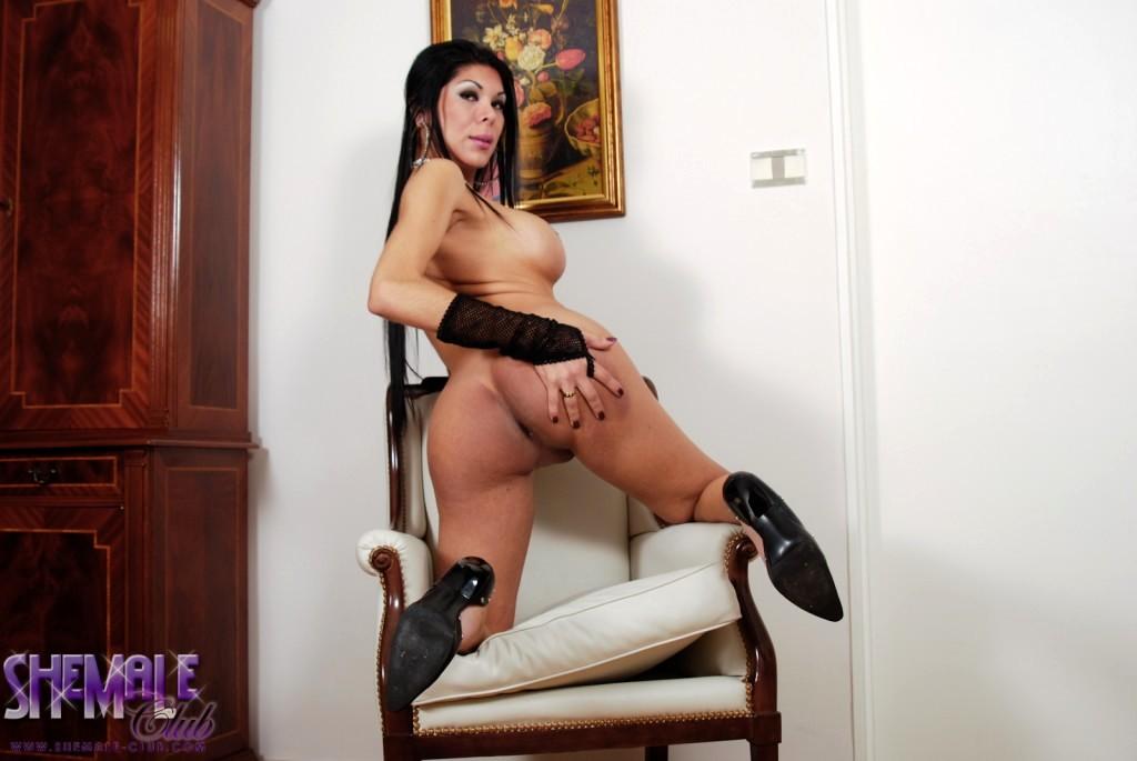 Titillating Brunette Andrea Posing Her Suggestive Body