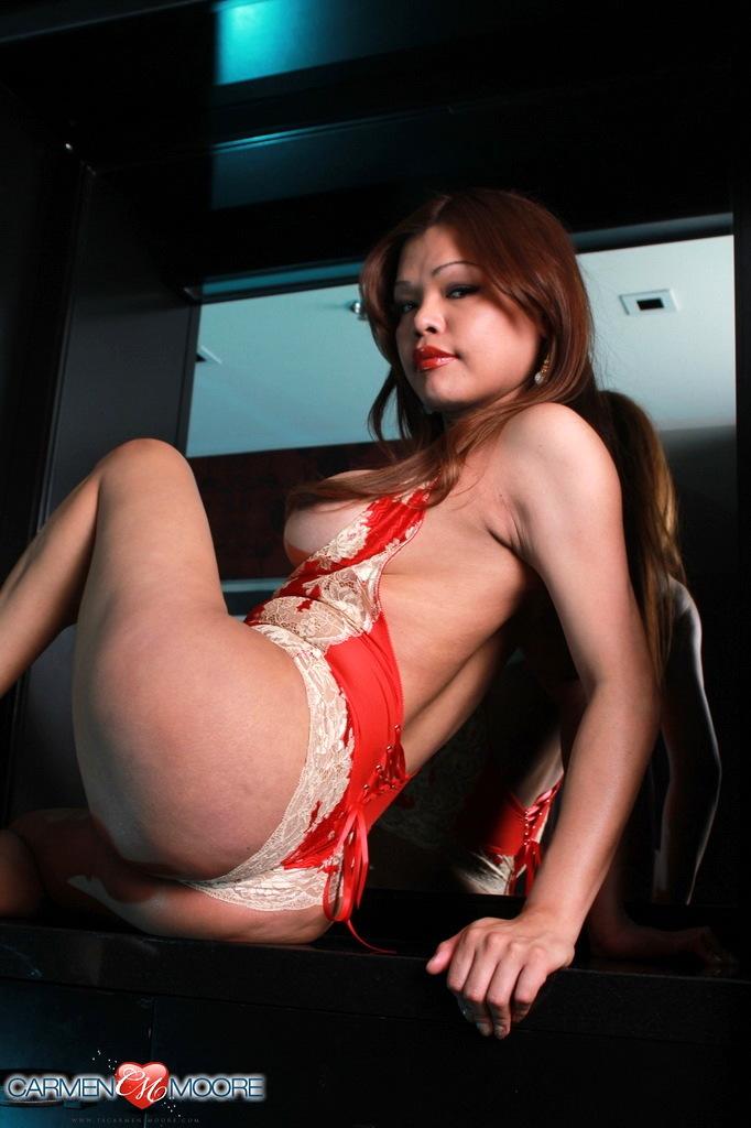 Titillating Carmen Rubs Her Raw Cock