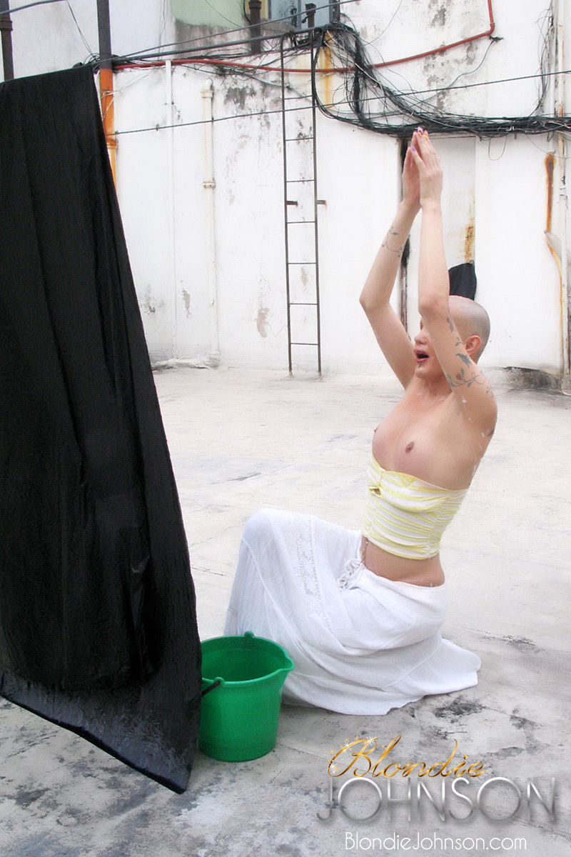 TS Blondie Johnson With Her A Blowjob Shaved Up On The Rooftop
