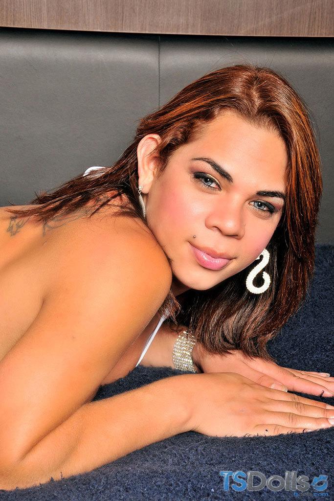 TS Hottie Juliana Araujo Strokes Off