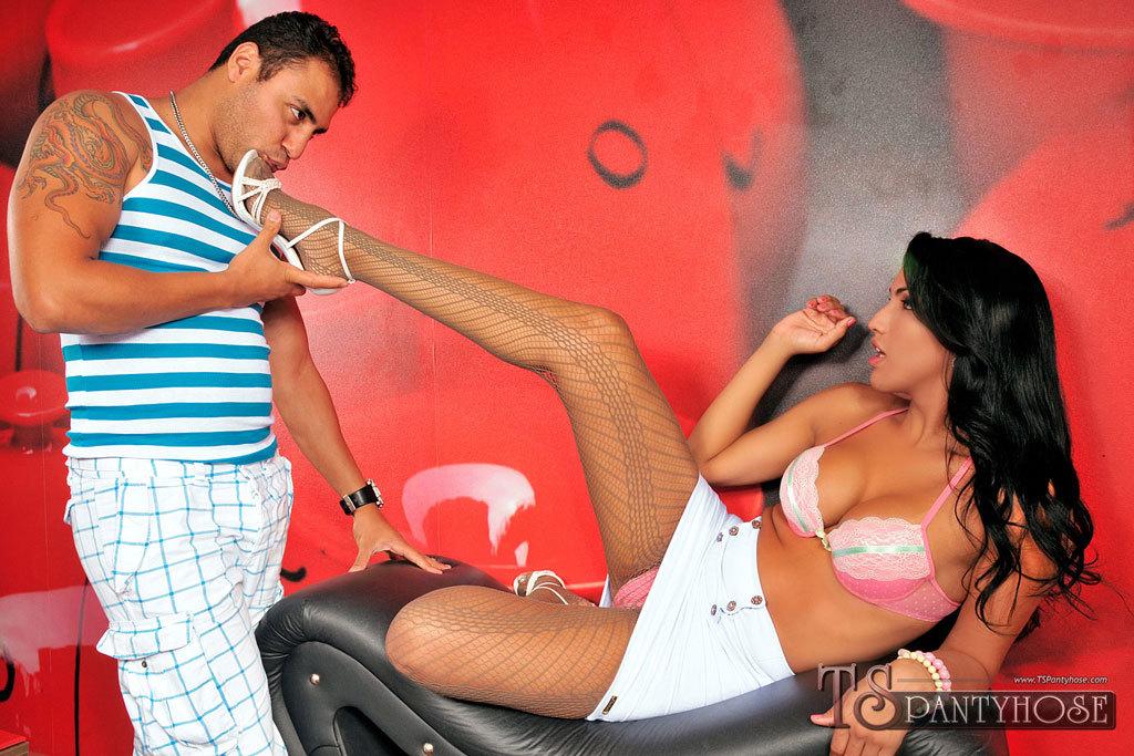 TS Tamarah Camargo Sucking Dick And Nailing