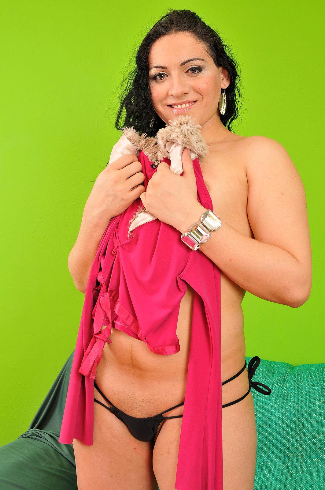 Yummy Brunette Tranny Raissa Sampaio Strips Down Outfit